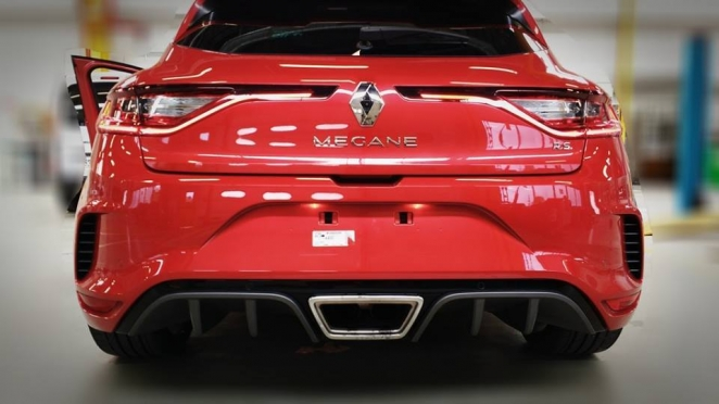 رينو ميجان RS من الخلف
