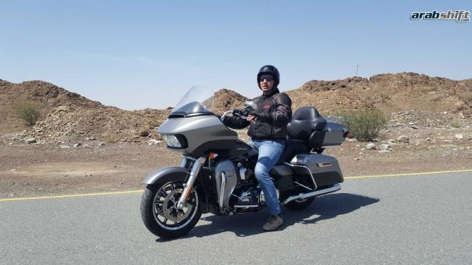 تجربة قيادتنا لدراجة هارلي ديفيدسون رود غلايد الترا
