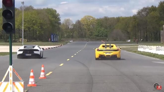 سباق تسارع يجمع بين لمبرجيني هوركان وفيراري 458 سبايدر