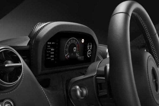 طراز السوبر الجديد من ماكلارين أوتوموتيف يضمن للسائق تجربة قيادة مميزة مع لوحات عرض متطورة