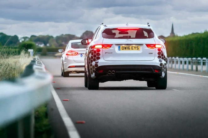 جاكوار لاند روفر تقوم بخطوة هامة في تطوير تقنيات السيارات المتصلة وذاتية القيادة