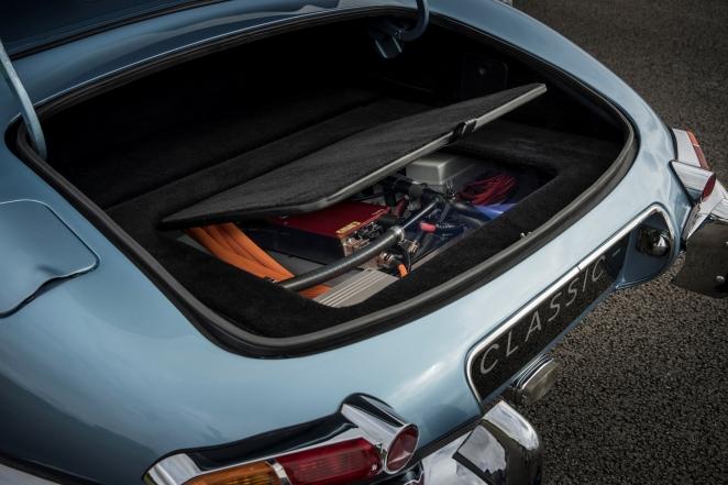 جاكوار لاند روڤر كلاسيك تطلق سيارتها الكهربائية الجديدة جاكوار E-TYPE ZERO