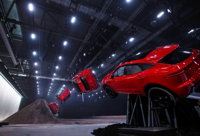 """بمجرد ظهورها العالمي الأول سيارة جاكوار E-PACE تدخل موسوعة """"غينيس"""" العالمية للأرقام القياسية"""