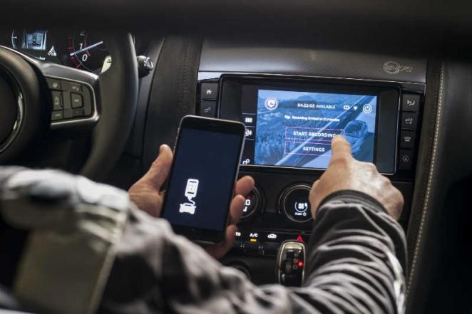 الكشف عن سيارة جاكوار F-TYPE جديدة مزودة بتقنية GoPro لأول مرة في العالم على الإطلاق