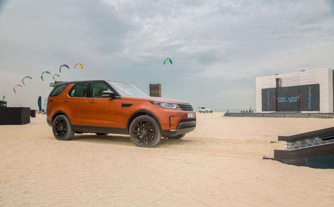 لاند روفر ديسكفري الجديدة كلياً تظهر لأول مرة في دولة الإمارات