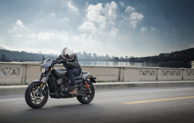 Harley-Davidson ترتقي بالمعايير مع درّاجة STREET ROD الجديدة