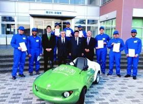 سعوديون يصنعون سيارة صديقه للبيئة