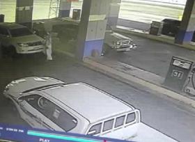 مواطن سعودي يمنع سرقة سيارة