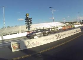 منافسة بين تيسلا P85D و اودي R8 على الحلبة