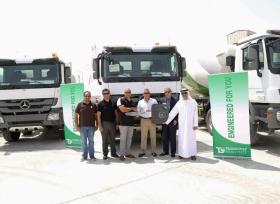 شركة الإمارات للسيارات تسلّم 50 شاحنة مرسيدس-بنز إلى شركة عبر الخليج للخرسانة الجاهزة