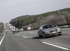 وزير النقل الألماني يختبر مركبة أودي الذاتية القيادة