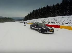 نيسان جي تي ار تتزلج على الثلج