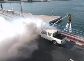 طريقة جديدة لإطفاء حريق سيارة في دبي