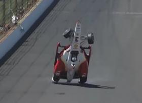 النجاة لسائق سباقات من حادث مروع اثر انقلاب سيارته فى الهواء