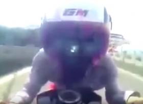 حادث مروع يتعرض له راكب دراجة