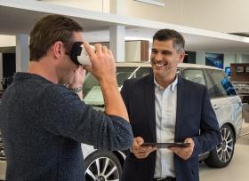 عملاء جاكوار لاند روفر يخوضون تجربة مميزة في سيارات افتراضية