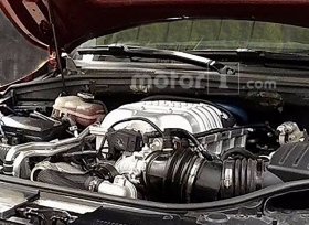 صور تجسسية لمحرك جيب جراند شيروكي تراكهوك