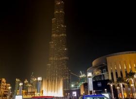 جاكوار قدمت عرضاً مميزاً  لسيارتها F-pace على برج خليفة في دبي