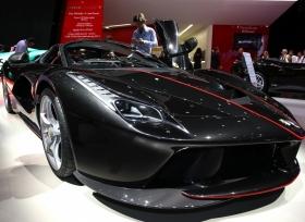اطلاق سيارة فيراري لافيراري ابيرتا في معرض باريس 2016