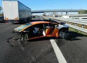 حادث مروع تتعرض له سيارة لمبرجيني افينتادور SV