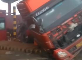 حادث انزلاق شاحنة في الصين