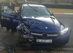 حادث اصطدام بين مرسيدس  C63 S بـ AMG GT S