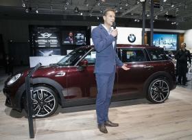 الكشف عن سيارة MINI Clubman الجديدة في معرض دبي الدولي للسيارات 2015
