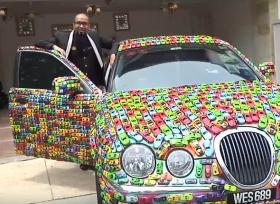 سيارة جاكوار مغطاة بالكامل بالعاب السيارات