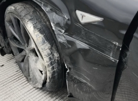 تيسلا موديل S تتعرض لحادث بوضعية القيادة الذاتية