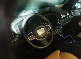صور تجسسية لداخلية فولفو XC60 الجديدة