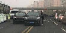 حادث إصطدام بين سيارة بورش مكان مقلدة وبورش كايين حقيقة في الصي